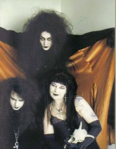 Dazed and Confused Post-Punk DarkWave Electronic New Releases and Classic Tracks by Andrew Daze (DJ Daze) Vintage Goth, Victorian Goth, 80s Goth, Punk Goth, Dark Fashion, Gothic Fashion, Goth Bands, Goth Subculture, Gothic Aesthetic