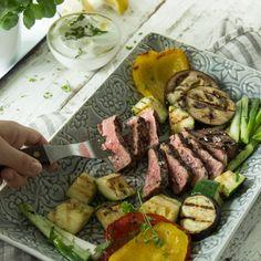 Zück die Gabel und schnapp dir von der Grillplatte, was du am liebsten isst: knackige Zucchini, Aubergine, Paprika oder zarte Steakstreifen vom Rind. Dairy, Cheese, Meat, Healthy, Challenge, Food, Zucchini Aubergine, Gabel, Tricks