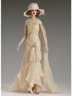 Tonner 2013: Zelda, Age of Innocence Convention Tonner did a Great Gatsby collection this year, so this would be Zelda Fitzgerald. She uses the Antoinette body with the Cami head sculpt and is just a thing of beauty.
