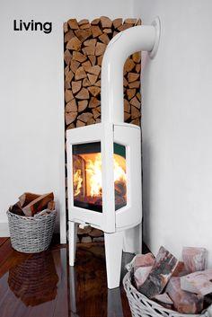 JØTUL • Der JØTUL F 163 ist auch in reinigungsfreundlicher Emaille erhältlich – schwarz oder weiß. Als Option kann dieser Ofen auch mit einer oberen Speckstein Abdeckung versehen werden, die Wärme länger speichert und in den Raum abgibt. Dieser Kaminofen ist für moderne Wohnräume gemacht. Er brennt optimal – sogar bei nur 3kW Heizleistung. Kaminholz: www.HamburgHolz.de Bilderserie anzeigen: http://www.imagesportal.com/living.php?search=JOTUL&a=&dosearch= | imagesportal Fotoproduktion