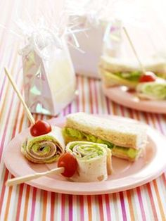 Healthy-ish kids party food ideas, that wrap sandwich looks like it could be for everyday Healthy Kids Party Food, Healthy Snacks, Healthy Recipes, Healthy Eating, Drink Recipes, Pinwheel Sandwiches, Finger Sandwiches, Rolled Sandwiches, Party Sandwiches