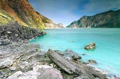 10 ФАКТОВ про удивительное кислотное озеро в кратере вулкана ИДЖЕН