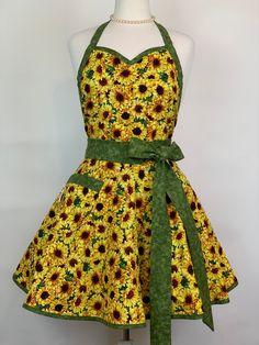 Sweetheart Sun Flower Apron with Pocket Flirty Aprons, Cute Aprons, Retro Apron, Aprons Vintage, Japanese Sewing, Sewing Aprons, Apron Designs, Apron Pockets, Dress Patterns