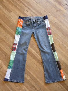 i used to home-brew jeans like these. i think i should create some of these babies again sometime. Unique Outfits, Short Outfits, Vintage Outfits, Altering Jeans, Patchwork Jeans, Hippie Outfits, Short Tops, Jeans Brands, Etsy Vintage