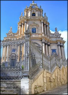 Duomo Ragusa Ibla - province of Ragusa , Sicily region Italy (ive been here! I love this building! Architecture Baroque, Beautiful Architecture, Places To Travel, Places To Go, Best Of Italy, Famous Castles, Regions Of Italy, Second Empire, Southern Italy