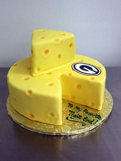Though this says to my fave tight end. I& dedicating to Aaron Rodgers on his Birthday back on Dec. Party Platters, Green Bay Packers, Nachos, Packers Cake, Cake Pops, Fries, Game Day Food, Creative Cakes, Cupcake Cakes