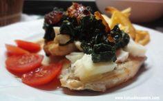 Lombinhos de Porco com Espinafres Salteados e Queijo de Cabra Curado acompanhados com Ovos Rotos | Sabores Altaneiros