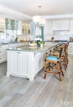 22 Beautiful Kitchen Flooring Ideas for Your New Kitchen - Discover our gallery of kitchen layouts which will fit your design. Get influenced for your kitchen floor from our sensible stone and wood flooring ideas. Beach House Kitchens, Home Kitchens, Coastal Kitchens, Kitchen Ideas For Beach House, Beach Kitchen Decor, Nautical Kitchen, Interior Design Kitchen, Home Design, Design Ideas