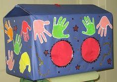 La capsa de les mans: s'hi posen objectes a dintre i s'han d'esbrinar amb el tacte.