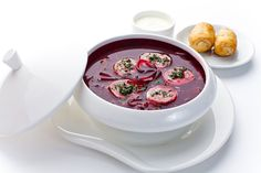 Борщ со спелой вишней и круассанами с фуа-гра | Ресторан «Турандот»