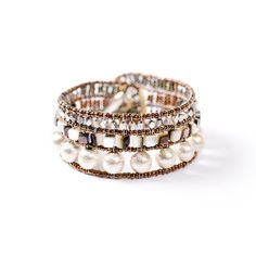 Un bracciale così è un upgrade per qualsiasi outfit. A bracelet like this is a real upgrade to any of your outfits