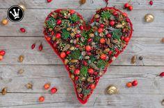 {DIY} Gesteck in Herzform aus Naturmaterial selber machen. Als Grabgesteck oder Mitbringseln in der Herbst- und Weihnachtszeit. #DekoideenReich #Weihnachtsdeko #Herbstdeko #Geschenkidee #Trauerfloristik #Grabgesteck