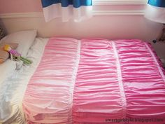 smartgirlstyle: DIY Ombre Ruched Duvet Cover- She gives really clear instructions to get the gathers right.