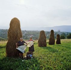 Women packing up to go home after haymaking in the northern Carpathian mountains, Transylvania, Romania. Mary Ellen Mark, Carpathian Mountains, All I Ever Wanted, My Face Book, Way Of Life, Back In The Day, The Guardian, Art Forms, National Geographic