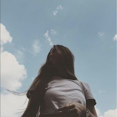[original_tittle] – college fashionista [pin_tittle] White tshirt and cloudy day vibes. Portrait Photography Poses, Photography Poses Women, Summer Photography, Girl Photography Poses, Creative Photography, Profile Pictures Instagram, Instagram Pose, Tmblr Girl, Insta Photo Ideas