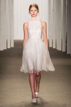 Honor, Primavera 2015 Buscando un vestido corto? Este estilo de Honor es uno de los mejores que hemos visto.