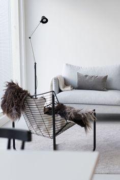 Tuoli, joka vielä etsii paikkaansa Interior Design Living Room, Modern Interior, Interior Decorating, Ikea Living Room, Living Spaces, Living Rooms, Scandinavian Living, Deco Furniture, Living Room Inspiration
