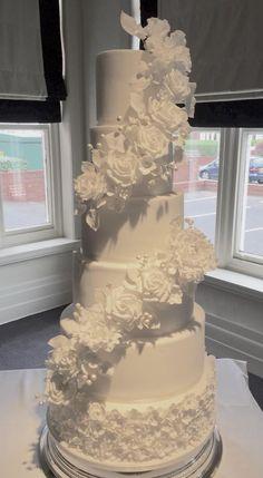 six tier all white wedding cake #amromabotanical