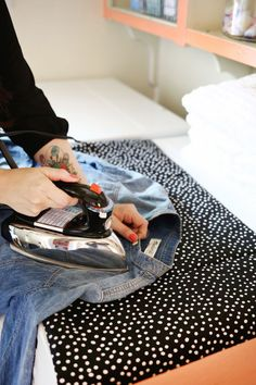 Perfect for those little ironing jobs when you don't want to get out the whole ironing board! Magnetic ironing mat DIY (click through for tutorial)