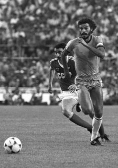 El recordado Sócrates.. Socrates, Football Images, Yesterday And Today, World Cup, Soccer, Running, History, Beautiful, Soccer Players