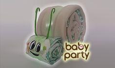Baby party - plienková torta - slimák v zelenom prevedení  poteší chlapčeka aj dievčatko. Skladá sa z 15-tich plienok a detskej deky.