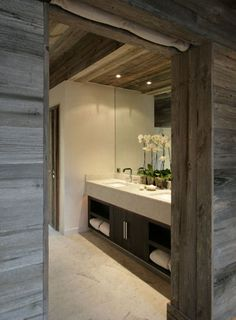 Wall ceilling lodge style powder room by fiona barratt interiors. Rustic Contemporary, Contemporary Interior Design, Rustic Modern, Chalet Design, House Design, Lodge Bathroom, Modern Lodge, Chalet Interior, Bohinj