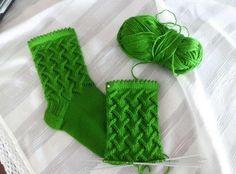 Красивый узор для носков... Какая аппетитная зелень у этих носков! )))) А рисунок?! Классный, правда?!