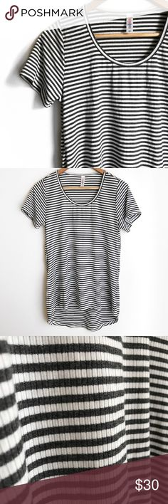 L u L a R o e • C l a s s i c • T e e • Sz XS Lularoe classic high/low gray and white ribbed tee Sz XS. Like new condition. LuLaRoe Tops Tees - Short Sleeve