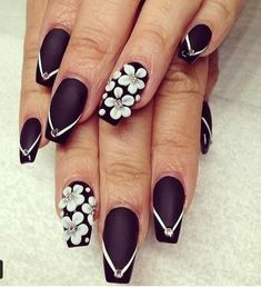 nagel weise flecken wunderbar 32 coole ideen fur nagel in schwarz und weis archzine der nagel weise fleckenjpg nagellack idee nageldesign idee - Muster Fur Nagel