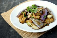 Ακόμα και αν δεν σ΄αρέσουν οι μελιτζάνες αυτή η σαλάτα θα σε κάνει να τις δεις με άλλο μάτι - http://ipop.gr/sintages/salates/akoma-ke-an-den-s%ce%84aresoun-i-melitzanes-afti-i-salata-tha-se-kani-na-tis-dis-me-allo-mati/