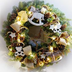 Vánoční věnce a dekorace   Vánoční věnec - přírodní se zvířátky LED osvětlení   Christmas Wreaths, Led, Halloween, Holiday Decor, Home Decor, Decoration Home, Room Decor, Home Interior Design, Home Decoration