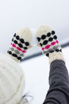 neulotut marilapaset marimekko kirjoneule marisukat khadin lankalabyrintti Mitten Gloves, Mittens, Marimekko, Knitting, Socks, Fingerless Mitts, Tricot, Breien, Fingerless Mittens