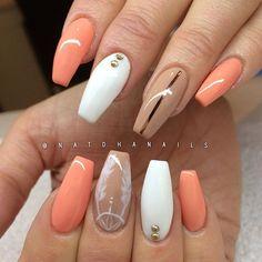 Påfyllning/förstärkning på naturliga naglar med Apricot och Nude från American Nails/www.nagelbutiken.se ...
