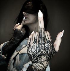 Search inspiration for a Blackwork tattoo. Finger Tattoos, Hand Tattoos, Neue Tattoos, Body Art Tattoos, Girl Tattoos, Blackwork, Schrift Tattoos, Tattoo Artwork, Norse Tattoo