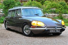 Citroen DS 23 Safari 1971 For Sale, Citroen DS Safari (LHD) fully restored and in exceptional condition. Citroen Ds, Psa Peugeot Citroen, Maserati, Lamborghini, Ferrari, Manx, Sports Wagon, Bmw Classic Cars, Safari