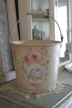 So Sweet Antique Bluebird and Roses Wreath Bucket Vintage Shabby Chic, Shabby Chic Decor, Vintage Decor, Vintage Floral, Painted Milk Cans, Deco Podge, Rustic Artwork, Old Garden Tools, Chabby Chic