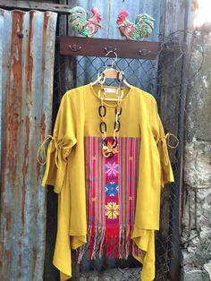 Reuse and old scarf Blouse Batik, Batik Dress, African Wear, African Fashion, Mode Batik, Big Size Fashion, Model Kebaya, Batik Kebaya, Batik Fashion