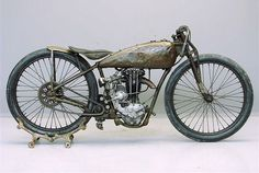 Harley-Davidson Pea Shooter: the lightweight racing 'Pea Shooters' had an elegant style that has worn well over the years. These very rapid singles came into being after the AMA launched a '21 cubic inch' racing class in 1925. #harleydavidsonmotorcycles