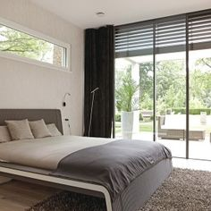 WeberHaus - Spacious and contemporary prefabricated bungalow with Bauhaus architecture Prefabricated Houses, Prefab Homes, Bungalows, Architecture Bauhaus, Habitat Groupé, Residence Senior, Flat Pack Homes, Living Haus, Independent House
