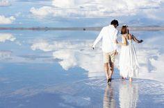 きらきらの水面に2人の姿を映そう♡前撮りポーズは『水面フォト』がアーティスティック!にて紹介している画像
