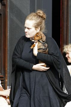 Adele Photos Photos - Adele takes her little dog to the pub to meet a friend. - Adele Goes to a Pub