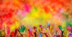 Tú eres uno de esos colores. La alegría en compañía multiplicada queda! ... Fot.: Devesh Tripathi #rojo #red #amarillo #azul #manos #hands #naranja #orange #colores #colors #concierto #concert #festival #fiesta #party #washington #alegria #joy #holi