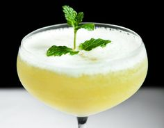 """A delicious and fresh cocktail with vodka, pineapple and champagne. Made famous by """"Sex and The City""""."""