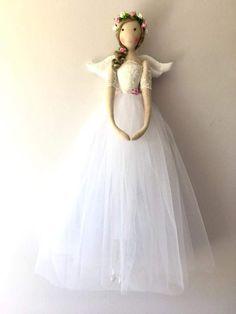 Best 12 Vintage Bridal/Bridesmaid Fairy by FabulousFairyFactory on Etsy – SkillOfKing. Doll Clothes Patterns, Doll Patterns, Raggy Dolls, Angel Christmas Tree Topper, Handmade Angels, Felt Fairy, Sewing Dolls, Doll Crafts, Fabric Dolls