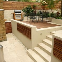 Contemporary chic garden, slatted hardwood trellis by Ben Molyneux, led lighting and neat limestone paving Sloped Backyard, Sloped Garden, Small Backyard Landscaping, Modern Backyard, Backyard Patio, Backyard Ideas, Terraced Garden, Sunken Garden, Landscaping Tips