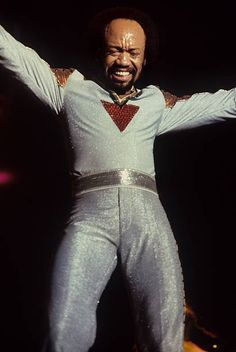 AHOY Photo of EARTH WIND FIRE and Maurice WHITE performing on stage