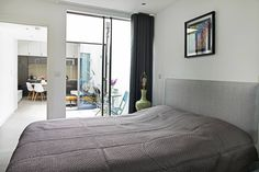 CIRCUS STREET, GREENWICH : Modern bedroom by E2 Architecture + Interiors