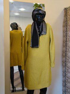 DESTAQUE MULHER: Vestido de tricô amarelo!