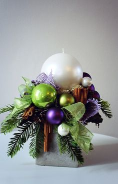kompozycje bożonarodzeniowe - Szukaj w Google Christmas Flower Arrangements, Christmas Centerpieces, Xmas Decorations, Christmas Activities, Christmas Themes, Christmas Wreaths, Christmas Bulbs, Diy Crafts To Do, Holiday Crafts