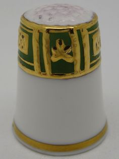 Russell. Porcelana pintada a mano. Thimble-Dedal-Fingerhut. Johnson Brothers, Sewing Tools, Coffee Cans, Bone China, England, Pottery, Canning, Metal, Art